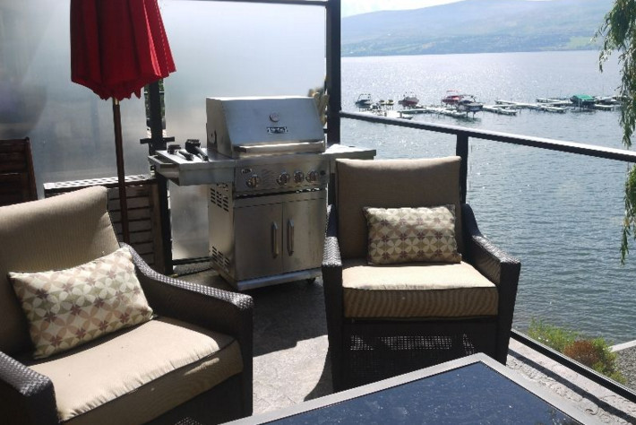 Beachview condo with boat moorage